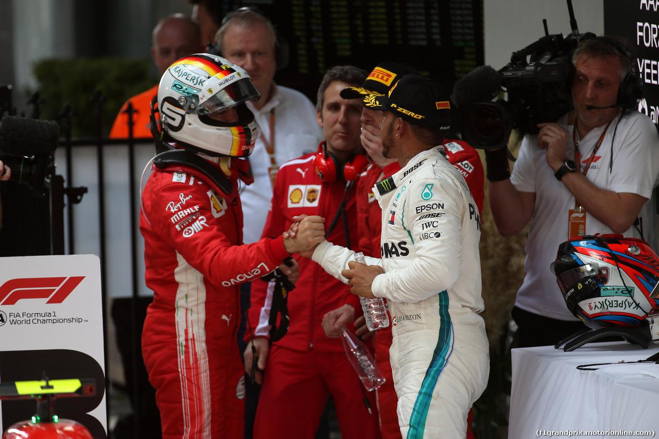 GP AUSTRALIA, 25.03.2018 - Gara, Sebastian Vettel (GER) Ferrari SF71H e 2nd place Lewis Hamilton (GBR) Mercedes AMG F1 W09