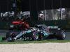 GP AUSTRALIA, 25.03.2018 - Gara, Lewis Hamilton (GBR) Mercedes AMG F1 W09 davanti a Kimi Raikkonen (FIN) Ferrari SF71H
