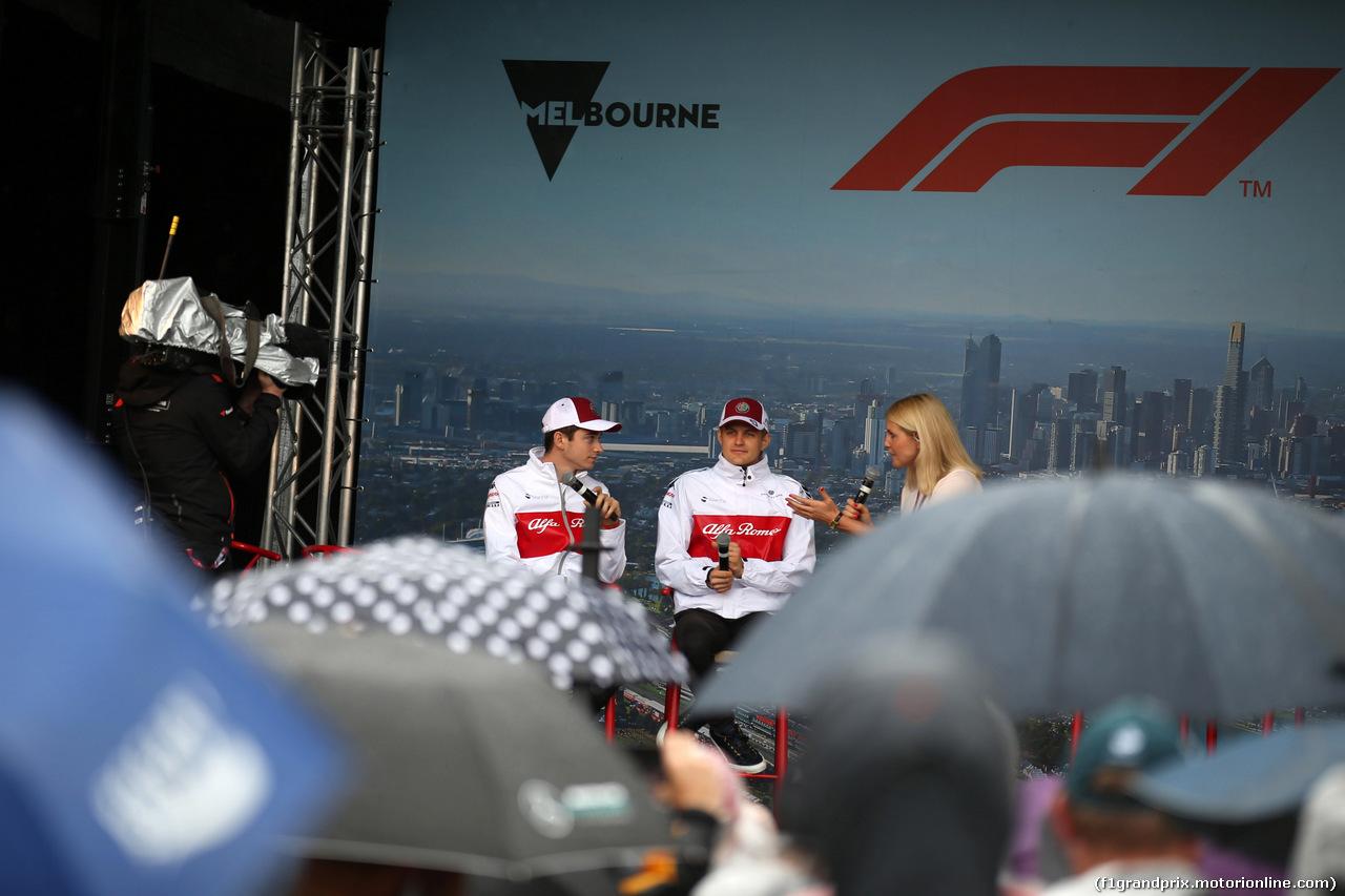 GP AUSTRALIA, 24.03.2018 - Charles Leclerc (MON) Sauber C37 e Marcus Ericsson (SUE) Sauber C37
