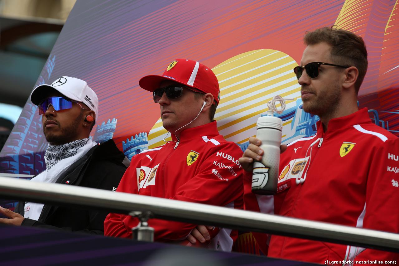 GP AZERBAIJAN, 29.04.2018 - Lewis Hamilton (GBR) Mercedes AMG F1 W09, Kimi Raikkonen (FIN) Ferrari SF71H e Sebastian Vettel (GER) Ferrari SF71H
