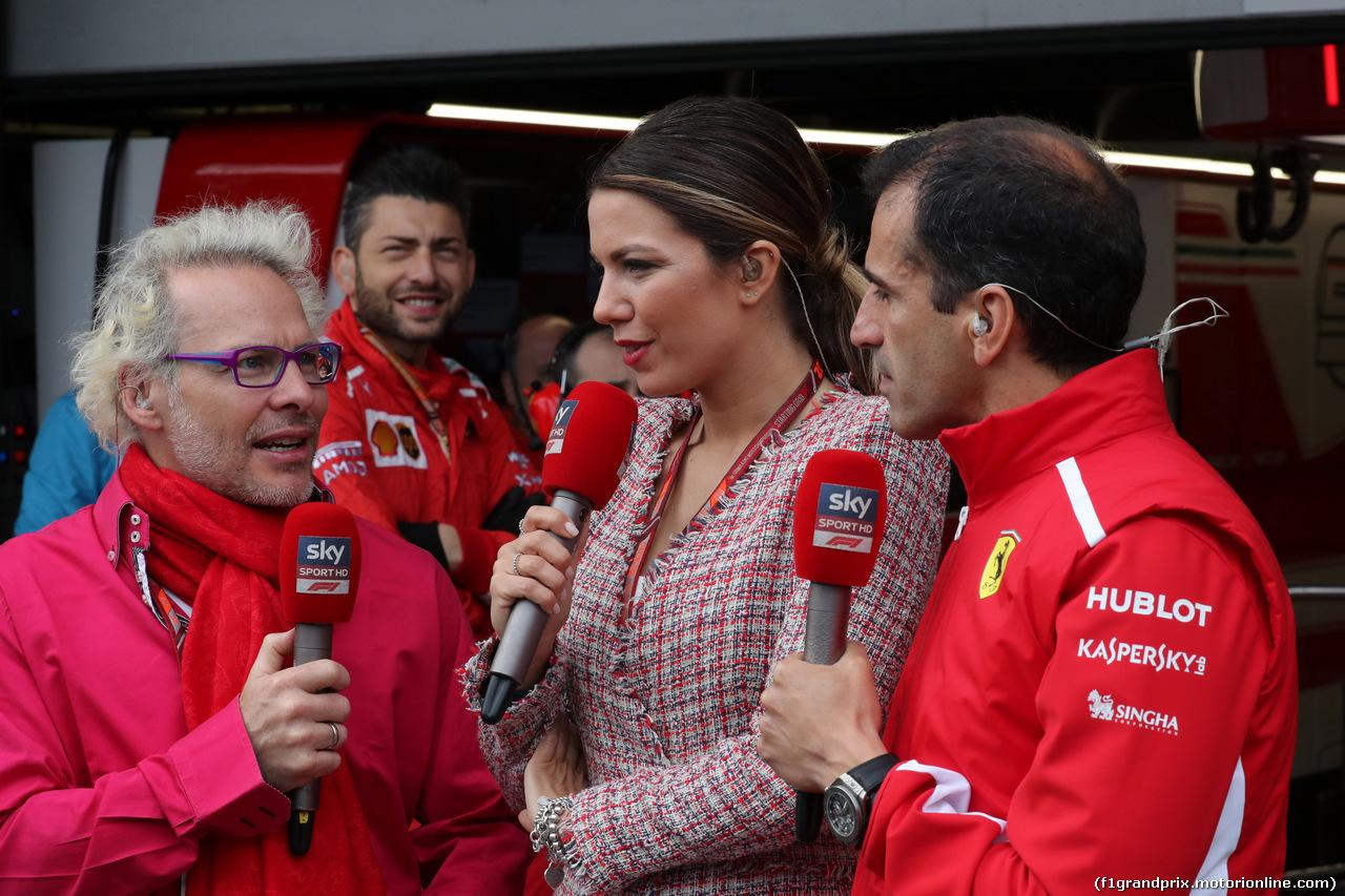 GP AZERBAIJAN, 29.04.2018 - Gara, Jacques Villeneuve (CAN), Federica Masolin, Sky e Marc Gene (ESP), Test Driver Ferrari