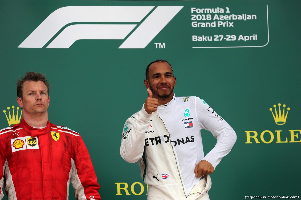 GP AZERBAIJAN, 29.04.2018 - Gara, 2nd place Kimi Raikkonen (FIN) Ferrari SF71H e Lewis Hamilton (GBR) Mercedes AMG F1 W09 vincitore