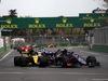 GP AZERBAIJAN, 29.04.2018 - Gara, Pierre Gasly (FRA) Scuderia Toro Rosso STR13 davanti a Nico Hulkenberg (GER) Renault Sport F1 Team RS18