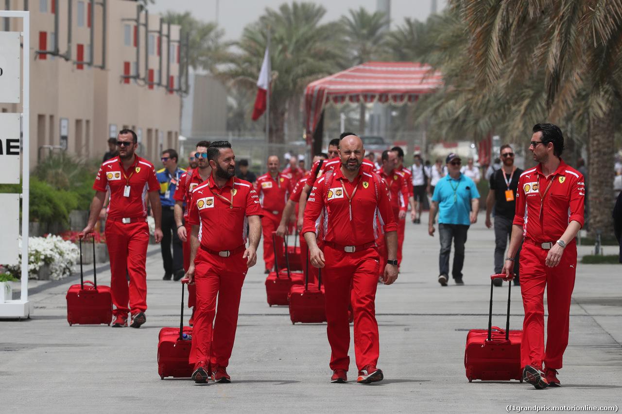 GP BAHRAIN, 08.04.2018 - Ferrari meccanici