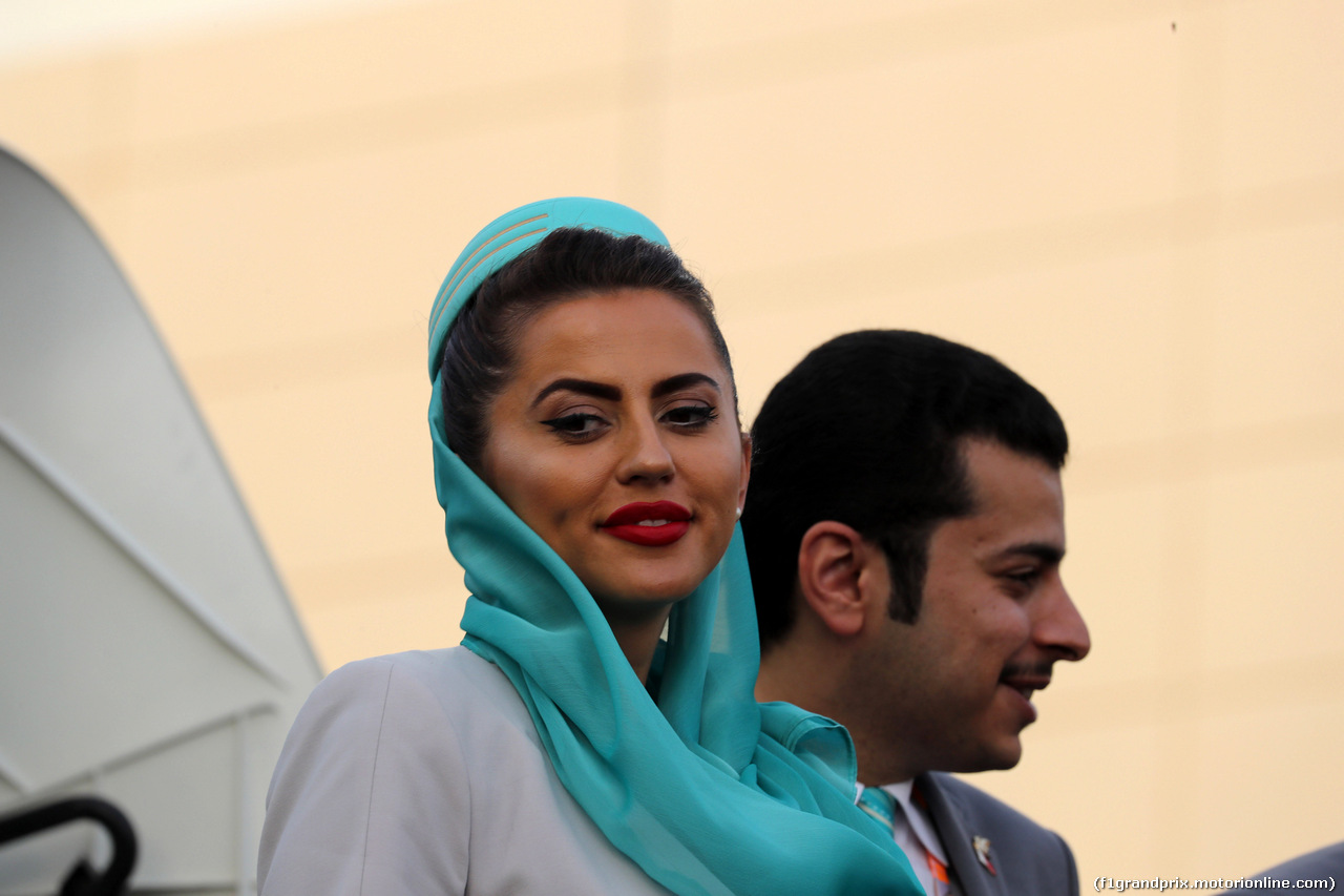 GP BAHRAIN, 08.04.2018 - Ragazza in the paddock
