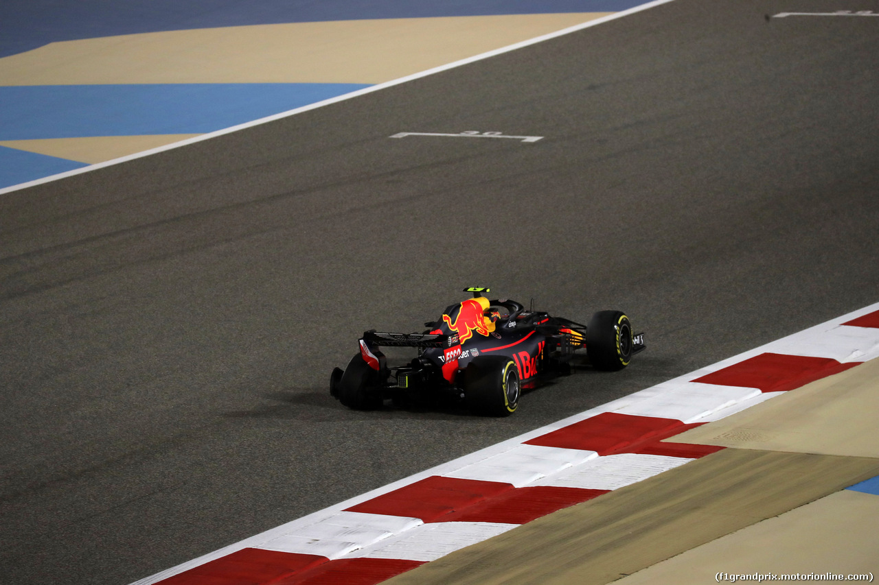GP BAHRAIN, 08.04.2018 - Gara, Max Verstappen (NED) Red Bull Racing RB14 with a puncture