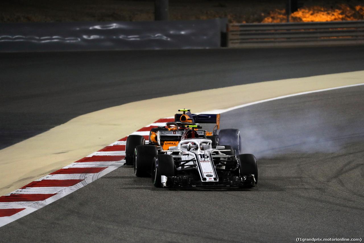 GP BAHRAIN, 08.04.2018 - Gara, Charles Leclerc (MON) Sauber C37 e Stoffel Vandoorne (BEL) McLaren MCL33