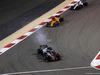 GP BAHRAIN, 08.04.2018 - Gara, Romain Grosjean (FRA) Haas F1 Team VF-18 davanti a Stoffel Vandoorne (BEL) McLaren MCL33