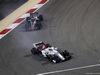 GP BAHRAIN, 08.04.2018 - Gara, Marcus Ericsson (SUE) Sauber C37 davanti a Romain Grosjean (FRA) Haas F1 Team VF-18
