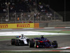 GP BAHRAIN, 08.04.2018 - Gara, Brendon Hartley (NZL) Scuderia Toro Rosso STR13 davanti a Lance Stroll (CDN) Williams FW41