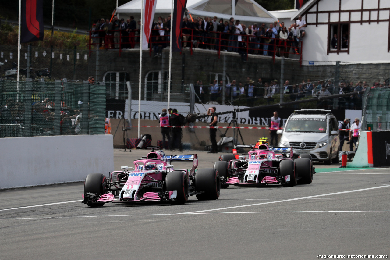 GP BELGIO, 26.08.2018 - Gara, Sergio Perez (MEX) Racing Point Force India F1 VJM11 davanti a Esteban Ocon (FRA) Racing Point Force India F1 VJM11