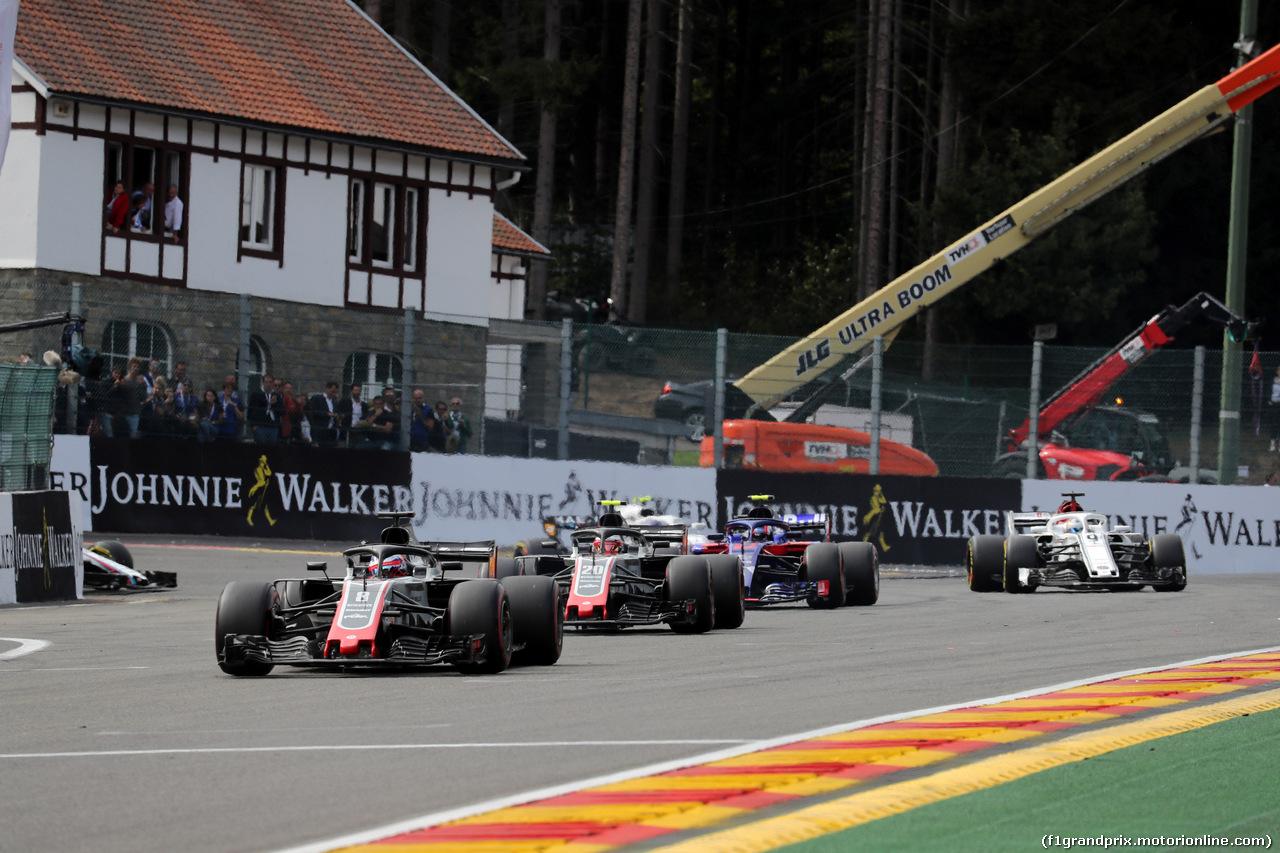 GP BELGIO, 26.08.2018 - Gara, Romain Grosjean (FRA) Haas F1 Team VF-18 davanti a Kevin Magnussen (DEN) Haas F1 Team VF-18