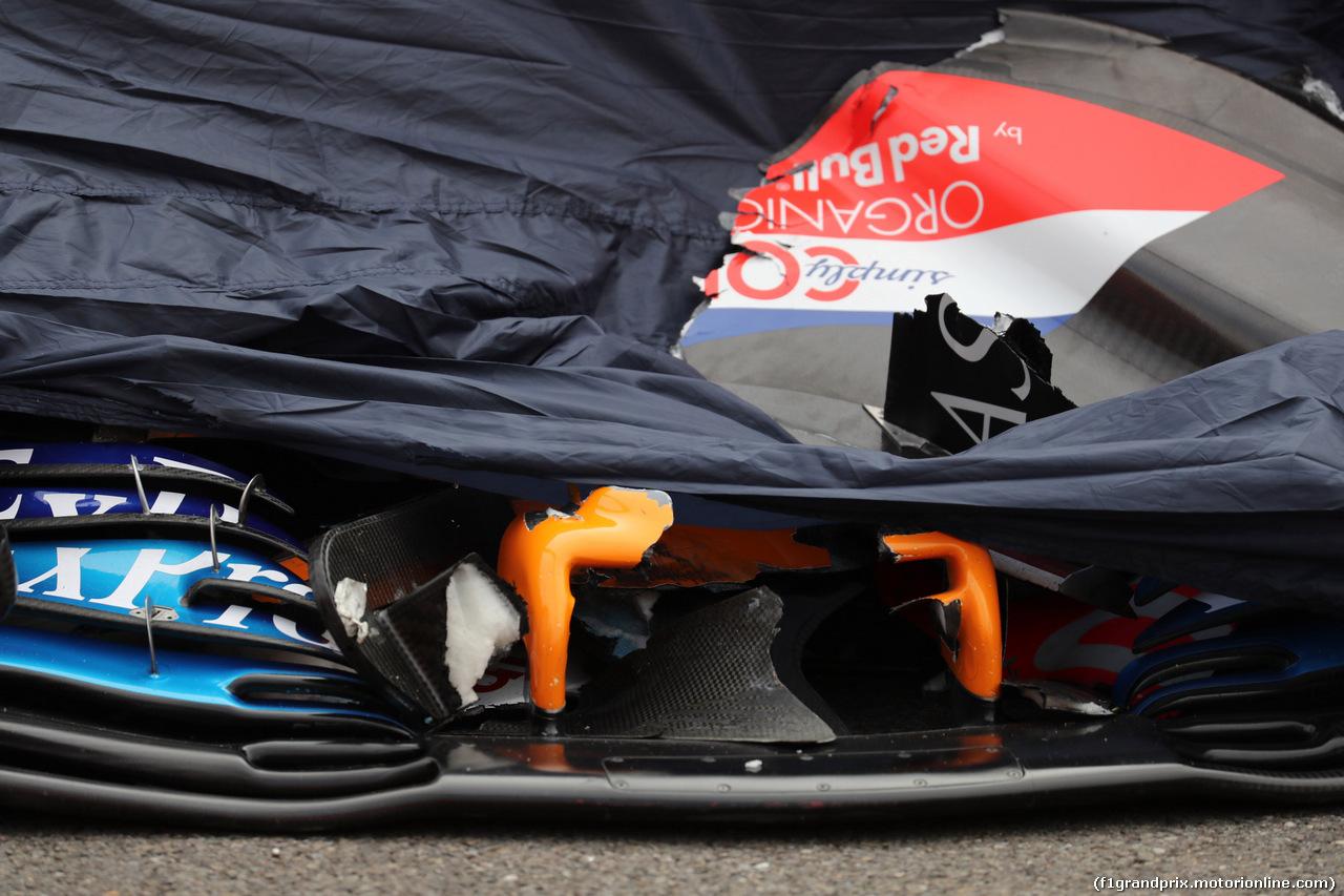 GP BELGIO, 26.08.2018 - Gara, Crash, Fernando Alonso (ESP) McLaren MCL33
