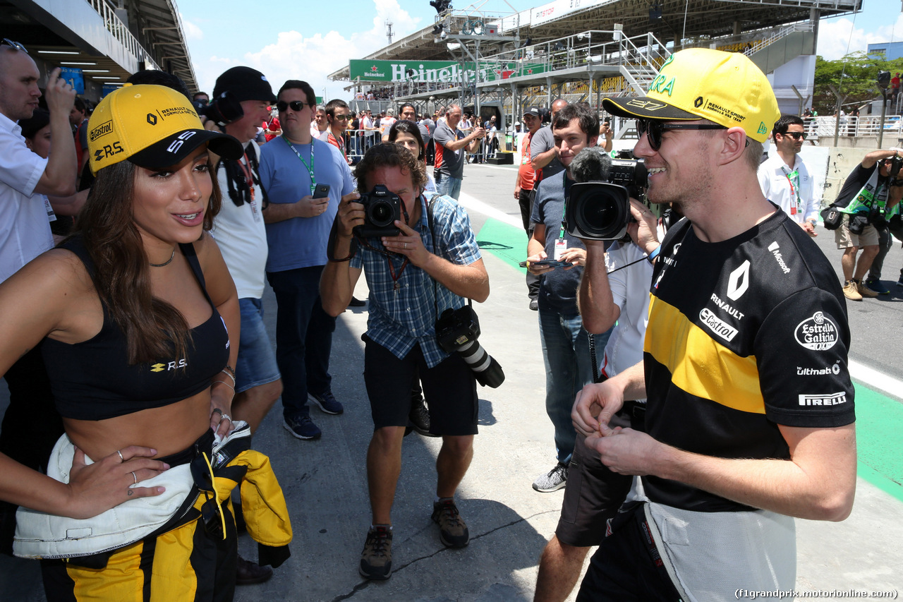 GP BRASILE, 11.11.2018 - Anitta (BRA), singer e Nico Hulkenberg (GER) Renault Sport F1 Team RS18