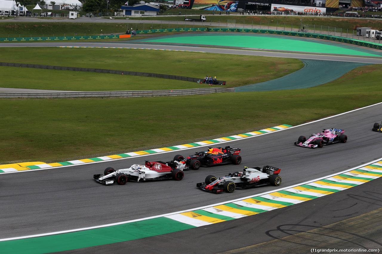 GP BRASILE, 11.11.2018 - Gara, Marcus Ericsson (SUE) Sauber C37, Kevin Magnussen (DEN) Haas F1 Team VF-18