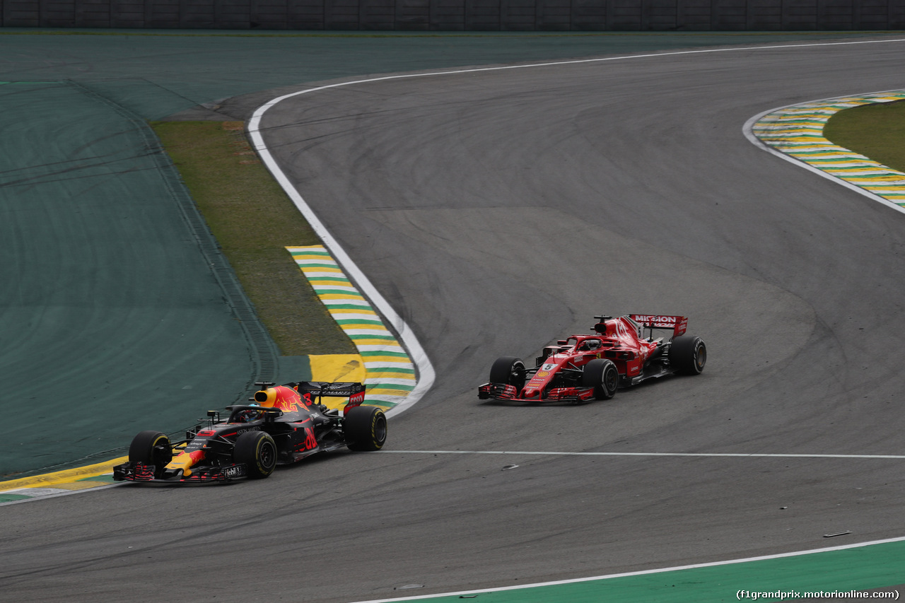 GP BRASILE, 11.11.2018 - Gara, Daniel Ricciardo (AUS) Red Bull Racing RB14 e Sebastian Vettel (GER) Ferrari SF71H