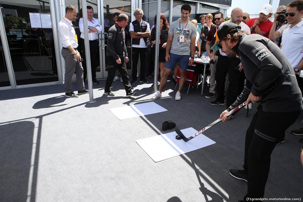 GP CANADA, 10.06.2018- Fernando Alonso (ESP) McLaren Renault MCL33 Plays Hockey