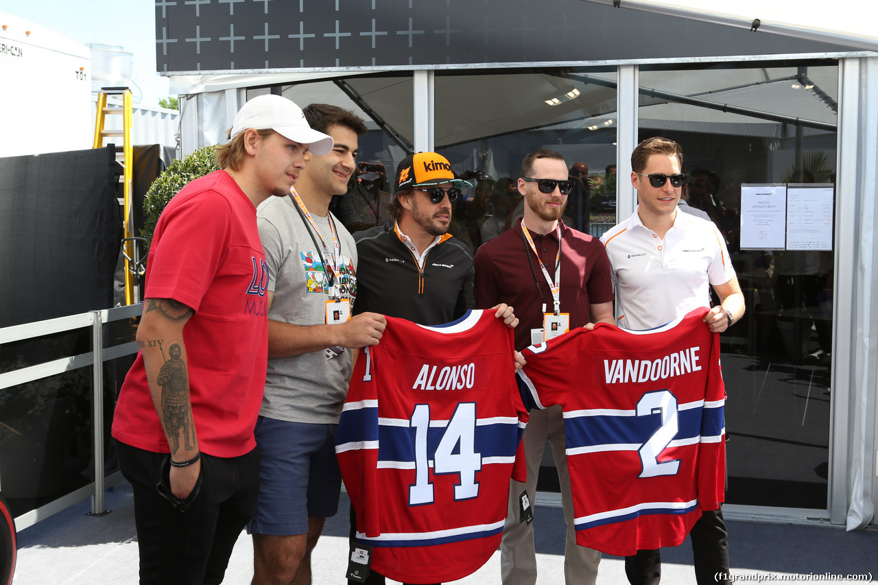 GP CANADA, 10.06.2018- (L to R): Nikita Scherbak (RUS) Montreal Canadiens NHL Ice Hockey Player; Max Pacioretty (USA) Montreal Canadiens NHL Ice Hockey Player; Fernando Alonso (ESP) McLaren; Paul Byron (CDN) Montreal Canadiens NHL Ice Hockey Player; e Stoffel Vandoorne (BEL) McLaren