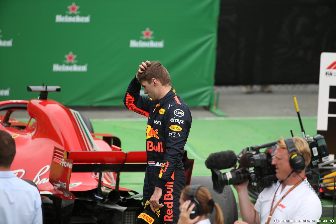 GP CANADA, 10.06.2018- Gara, Max Verstappen (NED) Red Bull Racing RB14 looks at Ferrari SF71H in Parc ferme