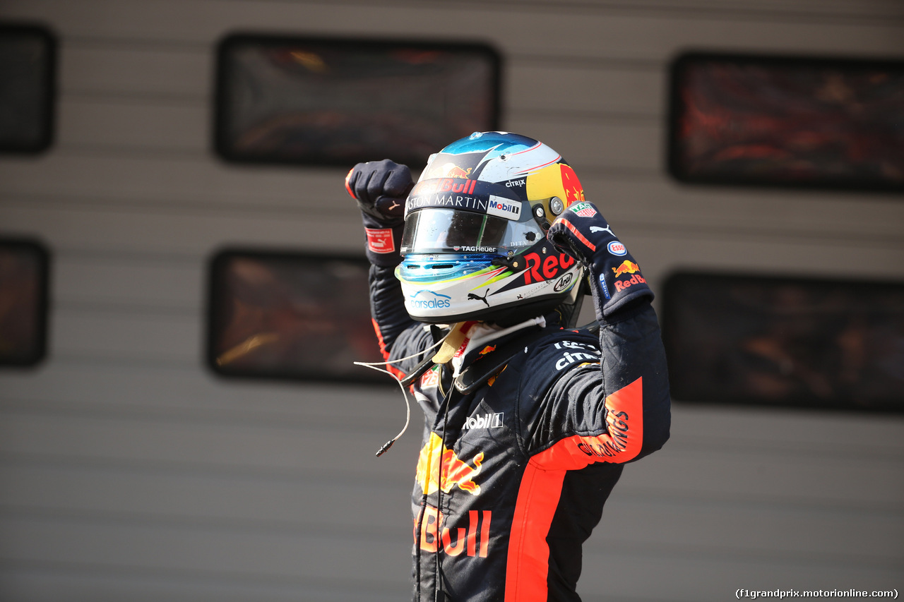 GP CINA, 15.04.2018- Parc ferme, winner of the race Daniel Ricciardo (AUS) Red Bull Racing RB14