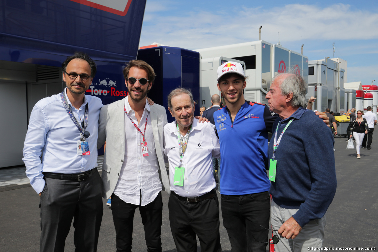 GP FRANCIA, 24.06.2018- (L to R): Jean-Eric Vergne (FRA) with Jean Ragnotti (FRA) Rally Driver e Renault Ambassador; Pierre Gasly (FRA) Scuderia Toro Rosso; e Jacques Laffite (FRA)