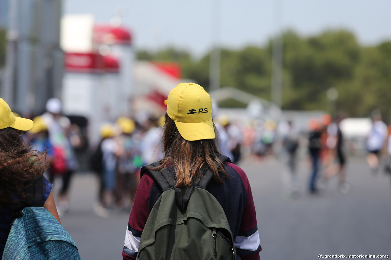 GP FRANCIA, 21.06.2018- Students visit the paddock