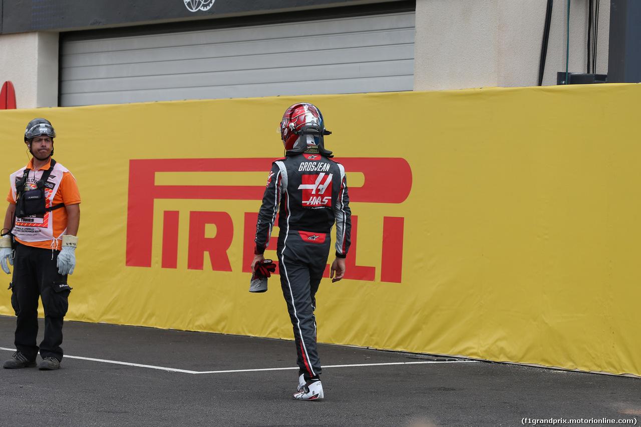 GP FRANCIA, 23.06.2018- Qualifiche, Romain Grosjean (FRA) Haas F1 Team VF-18 returns to HAAS garage after his crash in Q3