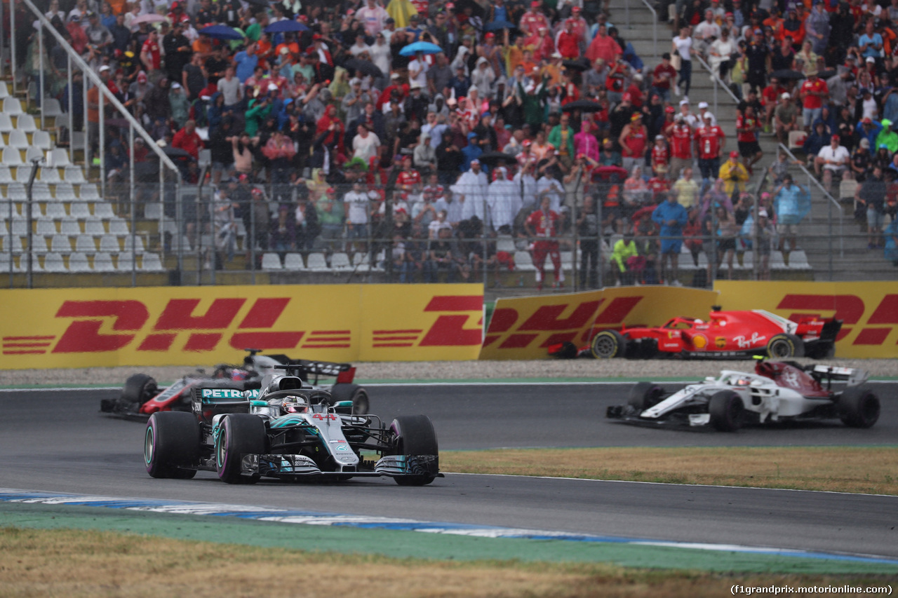 GP GERMANIA, 22.07.2018 - Gara, Lewis Hamilton (GBR) Mercedes AMG F1 W09 e Sebastian Vettel (GER) Ferrari SF71H crashed.