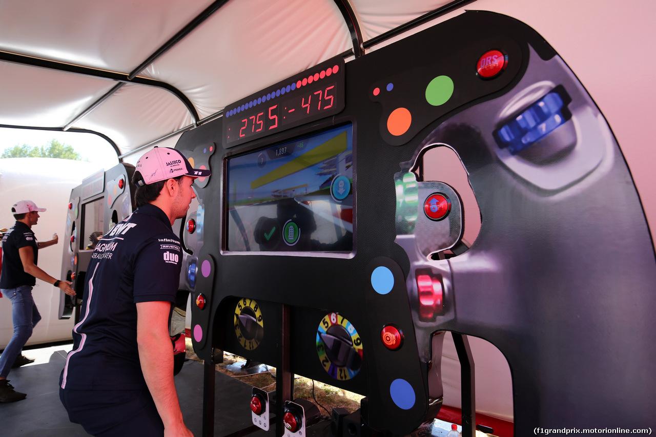 GP GERMANIA, 19.07.2018 - Esteban Ocon (FRA) Sahara Force India F1 VJM11 e Sergio Perez (MEX) Sahara Force India F1 VJM011