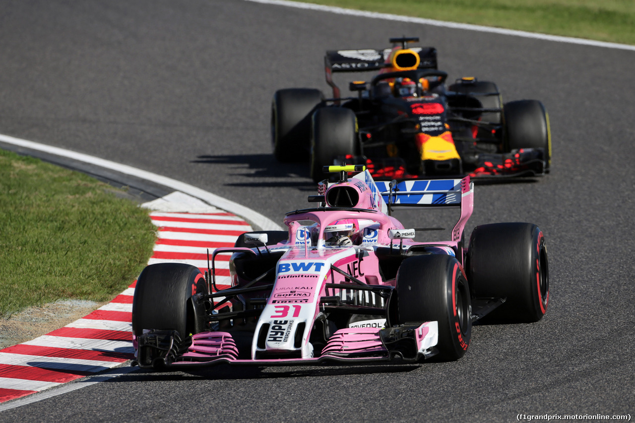 GP GIAPPONE, 07.10.2018 - Gara, Sergio Perez (MEX) Racing Point Force India F1 VJM11 davanti a Daniel Ricciardo (AUS) Red Bull Racing RB14