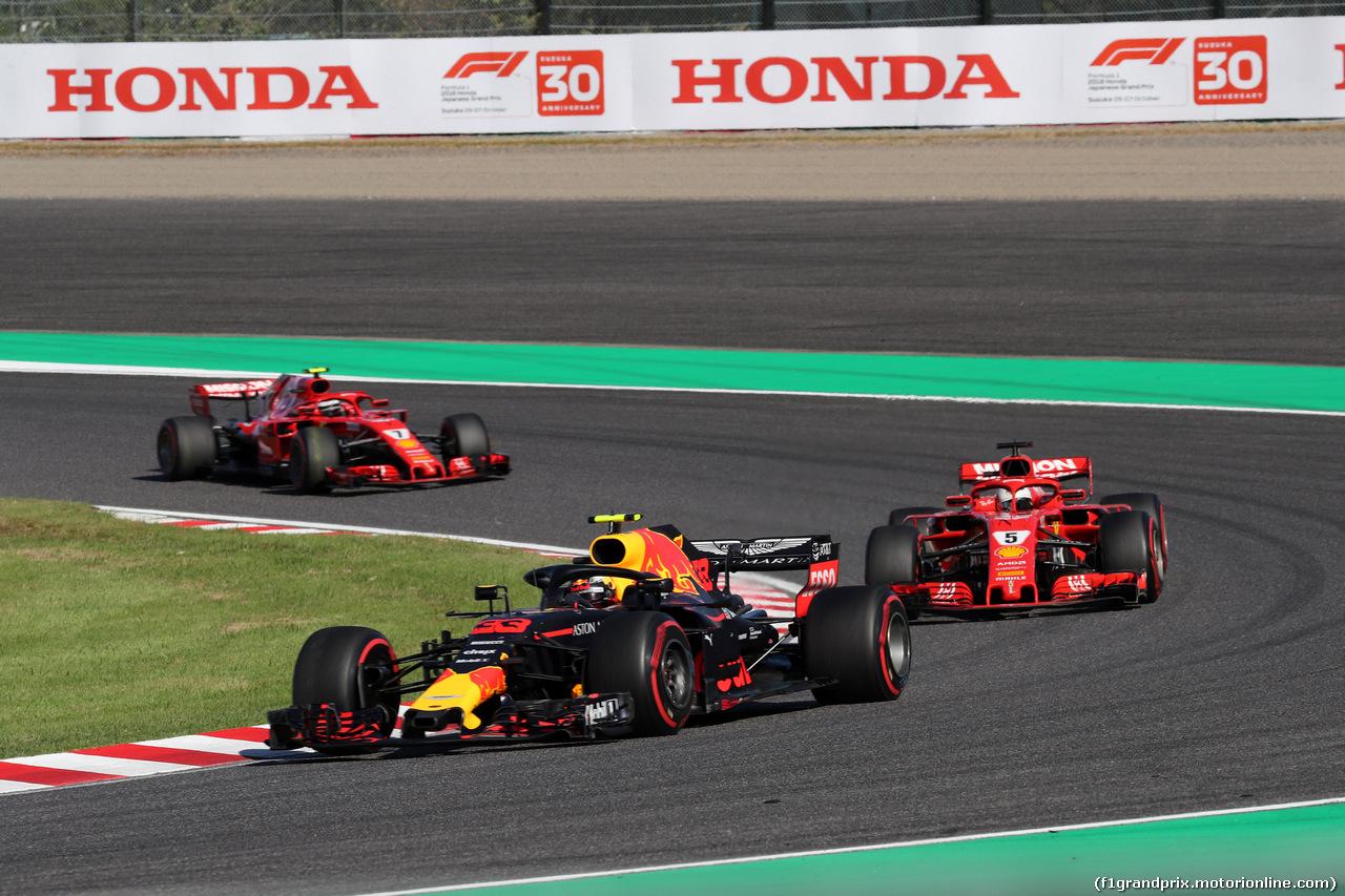 GP GIAPPONE, 07.10.2018 - Gara, Max Verstappen (NED) Red Bull Racing RB14 davanti a Sebastian Vettel (GER) Ferrari SF71H