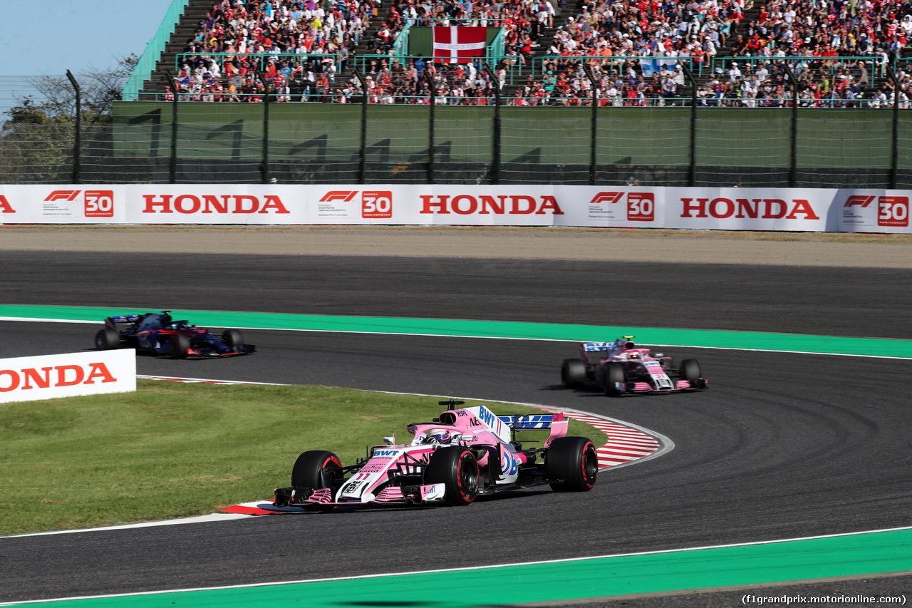 GP GIAPPONE, 07.10.2018 - Gara, Sergio Perez (MEX) Racing Point Force India F1 VJM11 davanti a Esteban Ocon (FRA) Racing Point Force India F1 VJM11
