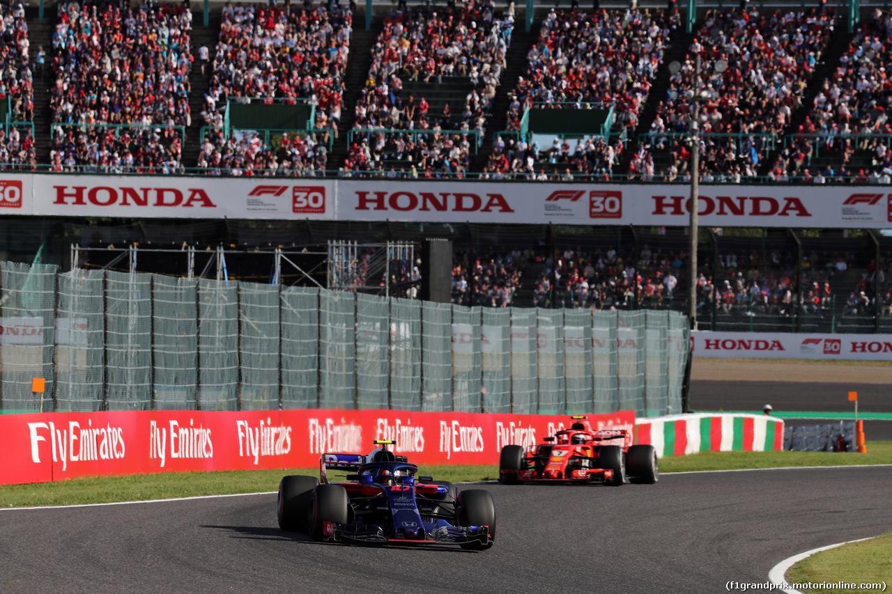 GP GIAPPONE, 07.10.2018 - Gara, Pierre Gasly (FRA) Scuderia Toro Rosso STR13 davanti a Kimi Raikkonen (FIN) Ferrari SF71H