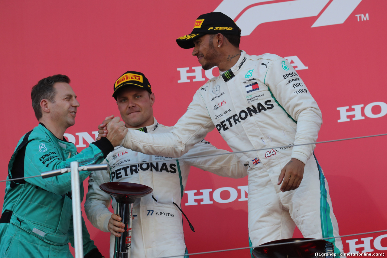 GP GIAPPONE, 07.10.2018 - Gara, 2nd place Valtteri Bottas (FIN) Mercedes AMG F1 W09 e Lewis Hamilton (GBR) Mercedes AMG F1 W09 vincitore