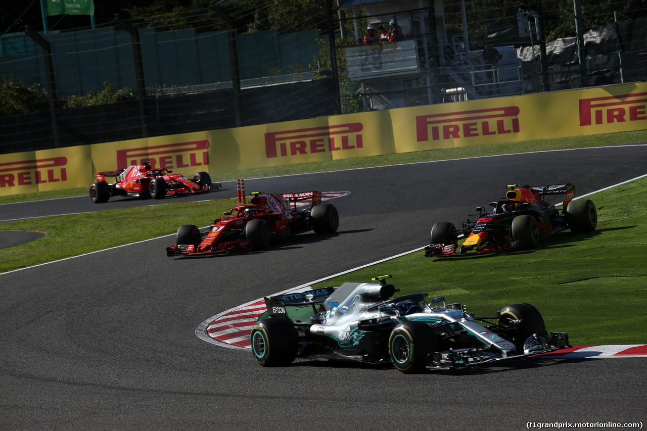 GP GIAPPONE, 07.10.2018 - Gara, Valtteri Bottas (FIN) Mercedes AMG F1 W09 davanti a Kimi Raikkonen (FIN) Ferrari SF71H e Max Verstappen (NED) Red Bull Racing RB14