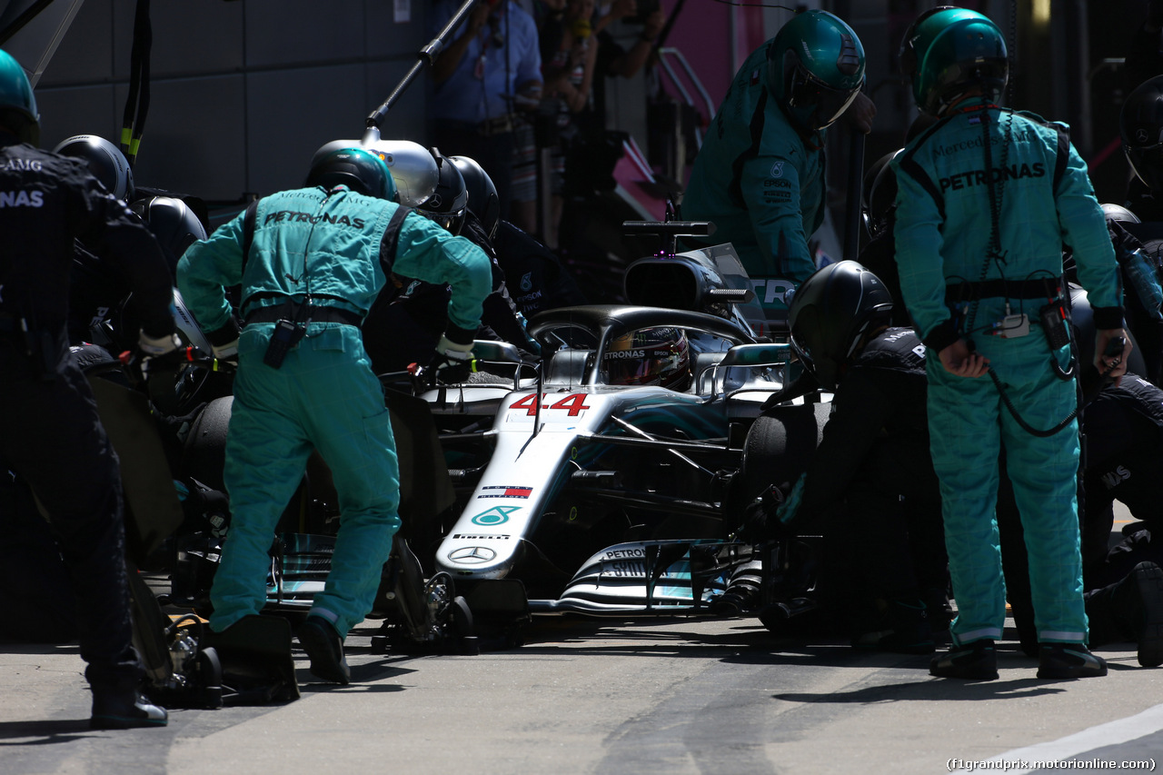 GP GRAN BRETAGNA, 08.07.2018- Gara, Lewis Hamilton (GBR) Mercedes AMG F1 W09 during pit stop