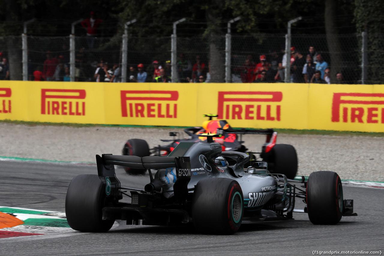 GP ITALIA, 02.09.2018 - Gara, Valtteri Bottas (FIN) Mercedes AMG F1 W09 e Max Verstappen (NED) Red Bull Racing RB14