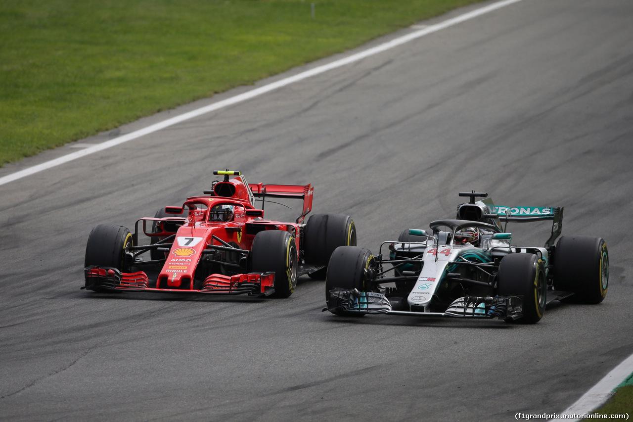 GP ITALIA, 02.09.2018 - Gara, Lewis Hamilton (GBR) Mercedes AMG F1 W09 overtakes Kimi Raikkonen (FIN) Ferrari SF71H