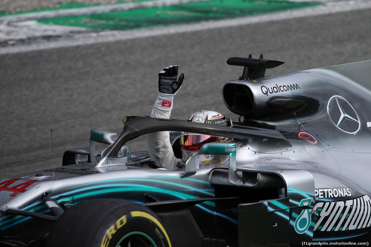 GP ITALIA, 02.09.2018 - Gara, Lewis Hamilton (GBR) Mercedes AMG F1 W09 vincitore waves to the fans