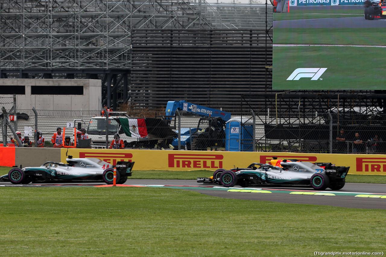 GP MESSICO, 28.10.2018 - Gara, Start of the race, Lewis Hamilton (GBR) Mercedes AMG F1 W09 davanti a Valtteri Bottas (FIN) Mercedes AMG F1 W09 e Daniel Ricciardo (AUS) Red Bull Racing RB14