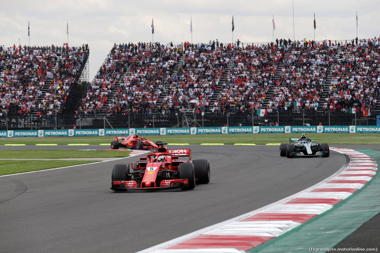 GP MESSICO, 28.10.2018 - Gara, Sebastian Vettel (GER) Ferrari SF71H davanti a Valtteri Bottas (FIN) Mercedes AMG F1 W09