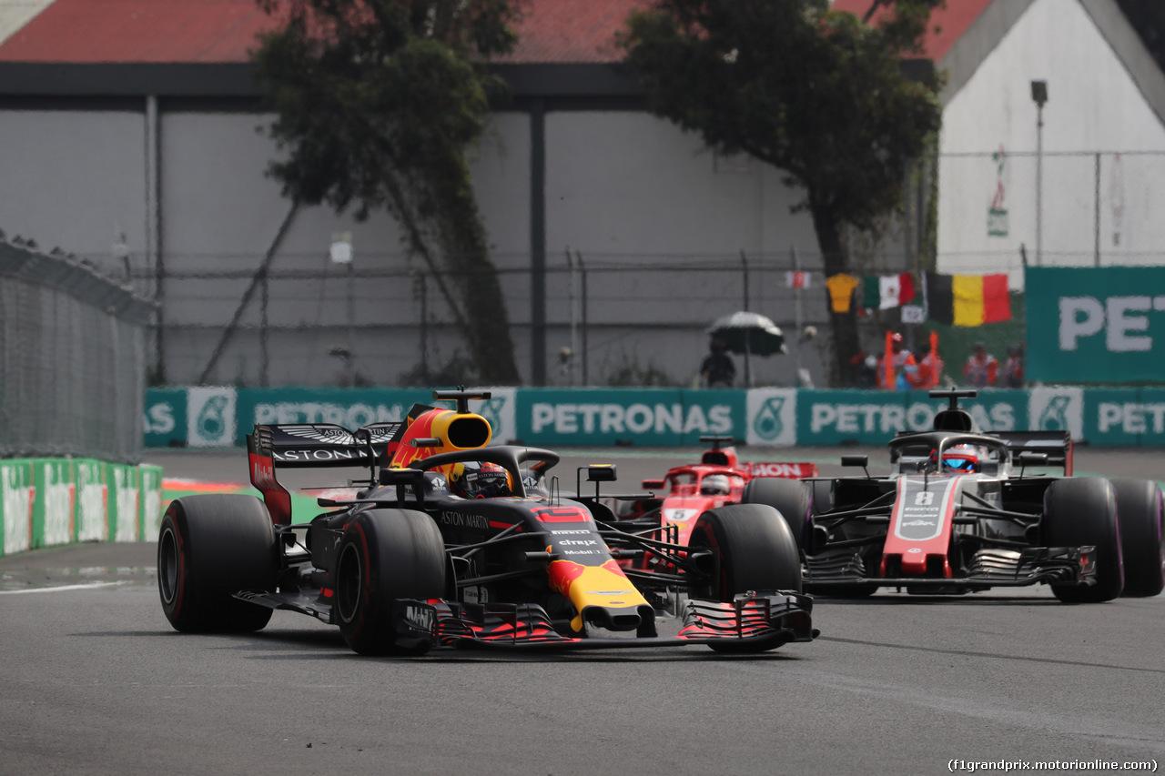GP MESSICO, 28.10.2018 - Gara, Daniel Ricciardo (AUS) Red Bull Racing RB14 e Romain Grosjean (FRA) Haas F1 Team VF-18