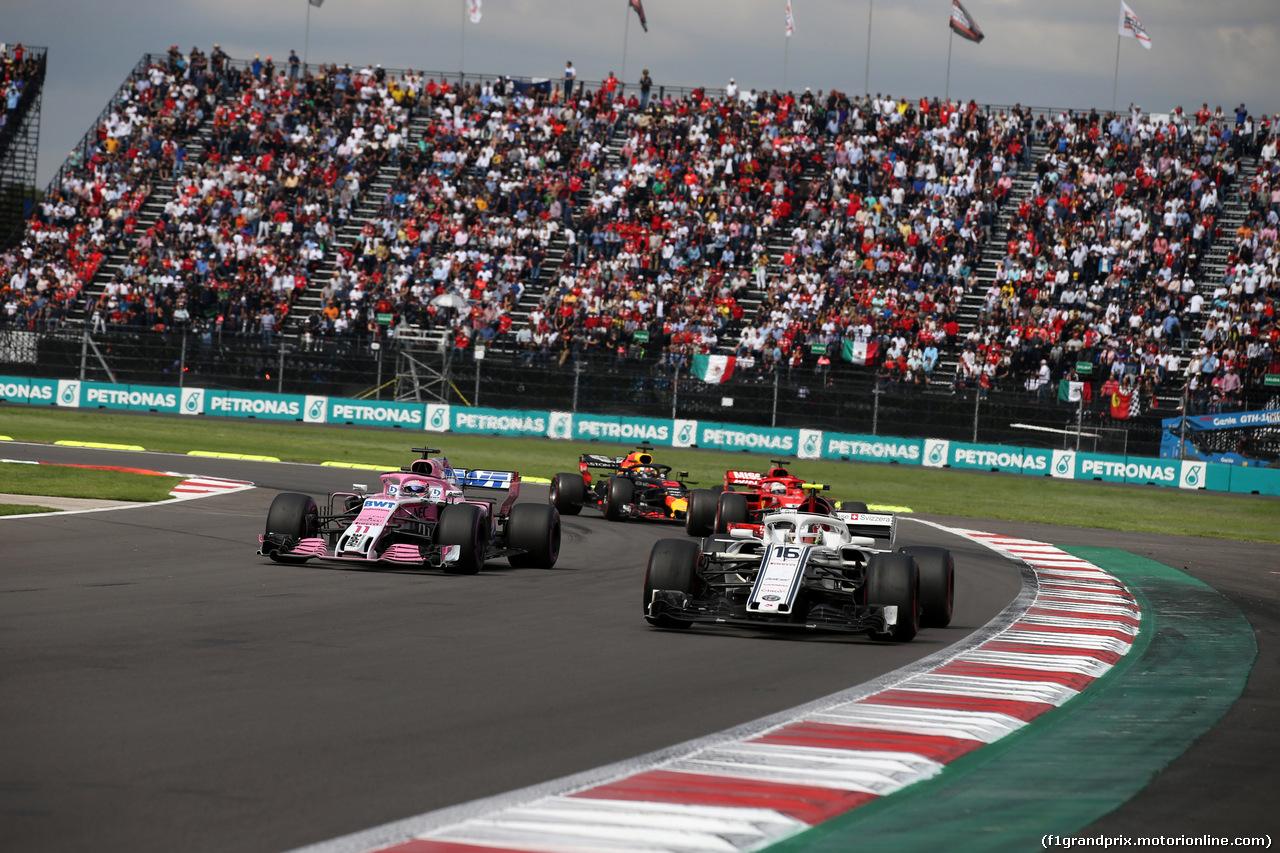 GP MESSICO, 28.10.2018 - Gara, Sergio Perez (MEX) Racing Point Force India F1 VJM11 e Charles Leclerc (MON) Sauber C37