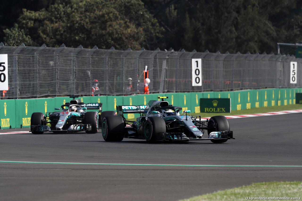GP MESSICO, 26.10.2018 - Prove Libere 1, Valtteri Bottas (FIN) Mercedes AMG F1 W09 davanti a Lewis Hamilton (GBR) Mercedes AMG F1 W09