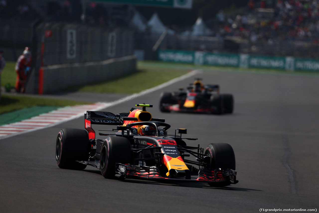 GP MESSICO, 26.10.2018 - Prove Libere 1, Max Verstappen (NED) Red Bull Racing RB14 davanti a Daniel Ricciardo (AUS) Red Bull Racing RB14