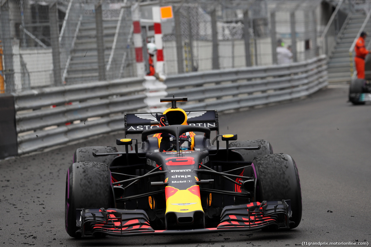 GP MONACO, 27.05.2018 - Gara, Daniel Ricciardo (AUS) Red Bull Racing RB14 vincitore waves to the fans
