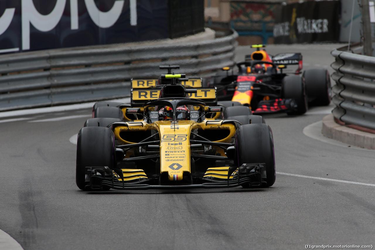 GP MONACO, 27.05.2018 - Gara, Carlos Sainz Jr (ESP) Renault Sport F1 Team RS18 e Max Verstappen (NED) Red Bull Racing RB14