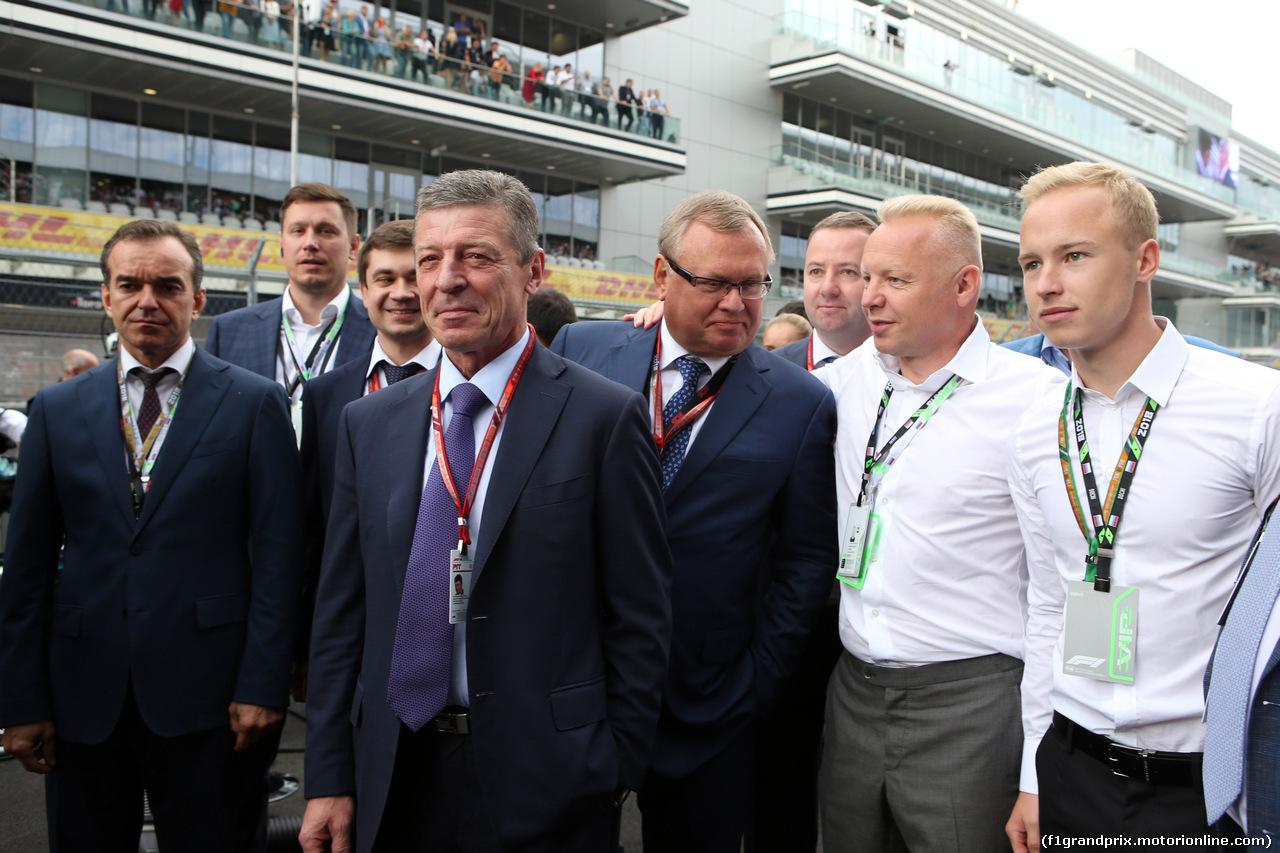 GP RUSSIA, 30.09.2018 - Gara, Dmitry Kozak (RUS) Russian Deputy Prime Minister with Nikita Mazepin (RUS) ART Grand Prix e his father Dmitry Mazepin (RUS)