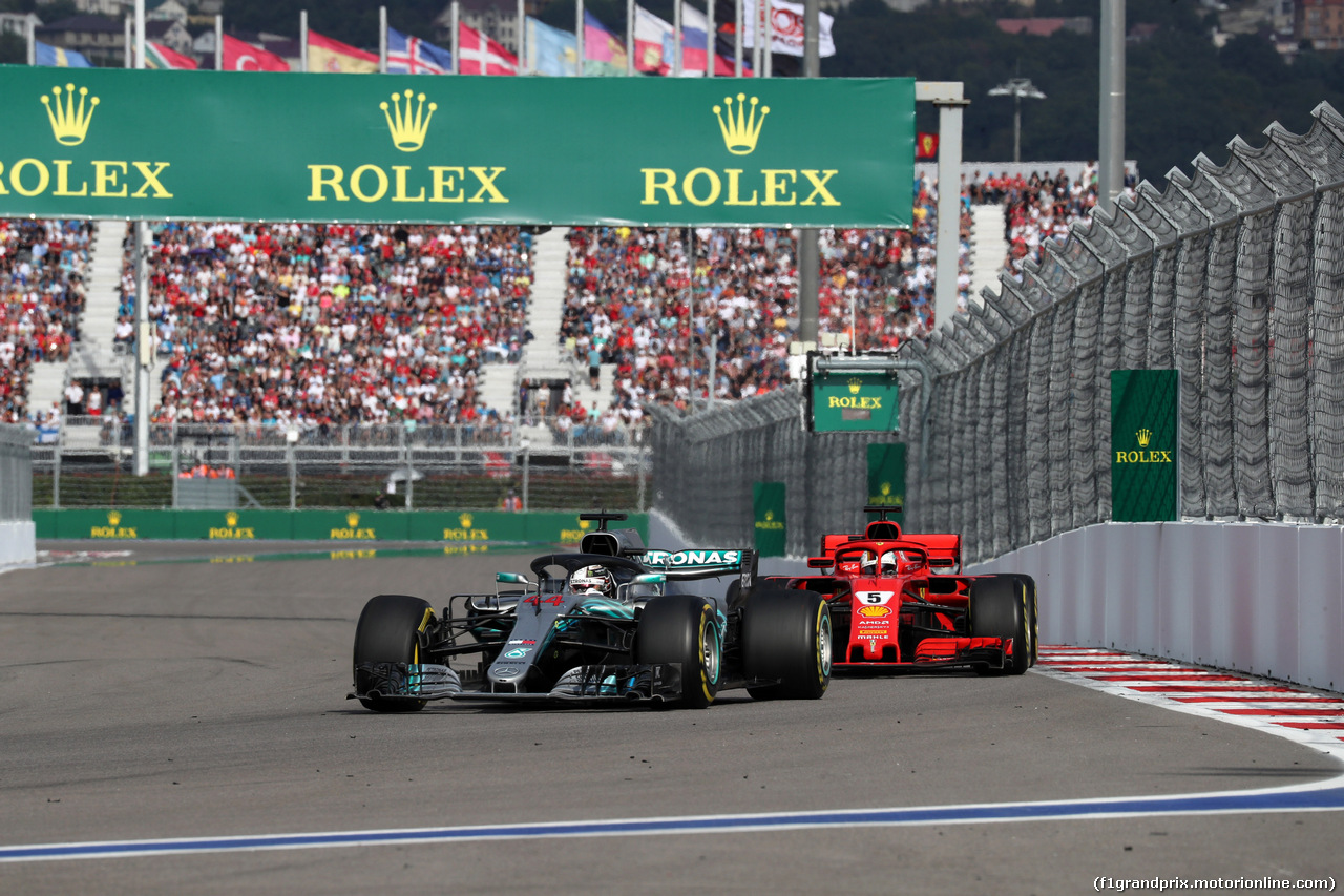 GP RUSSIA, 30.09.2018 - Gara, Lewis Hamilton (GBR) Mercedes AMG F1 W09 e Sebastian Vettel (GER) Ferrari SF71H