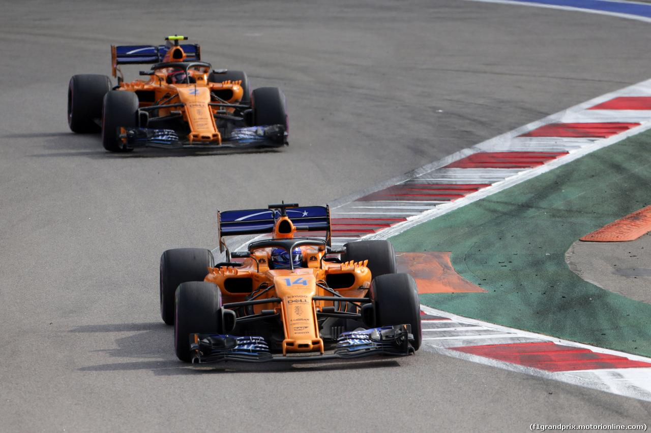 GP RUSSIA, 30.09.2018 - Gara, Fernando Alonso (ESP) McLaren MCL33 davanti a Stoffel Vandoorne (BEL) McLaren MCL33